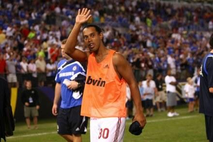 Ronaldinho będzie zarabiał 8 milionów euro /AFP