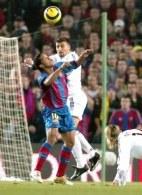 Ronaldinho i Samuel w powietrznej walce /AFP