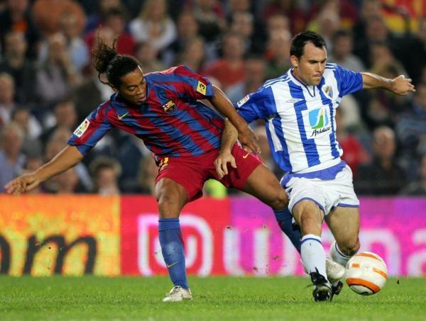 Ronaldinho ma już na koncie 100 spotkań w barwach Barcelony /AFP