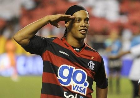 Ronaldinho strzelił gola z przewrotki i uspokajał kolegów