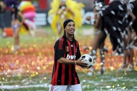 Ronaldinho w koszulce swojej nowej drużyny /AFP