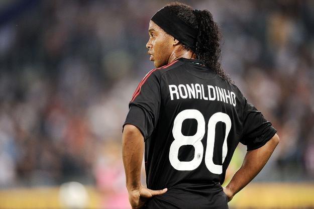 Ronaldinho wciąż nie wie, gdzie zagra na wiosnę. A może wie więcej niż mówi? /AFP