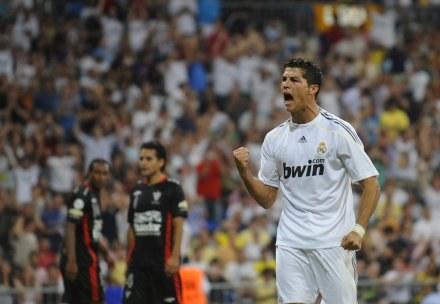 Ronaldo fetuje pierwszego gola w barwach Realu. /AFP