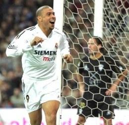 Ronaldo liczy, że Real strzeli jakąś bramkę na Camp Nou /AFP