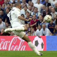 Ronaldo strzela bramkę dla Realu