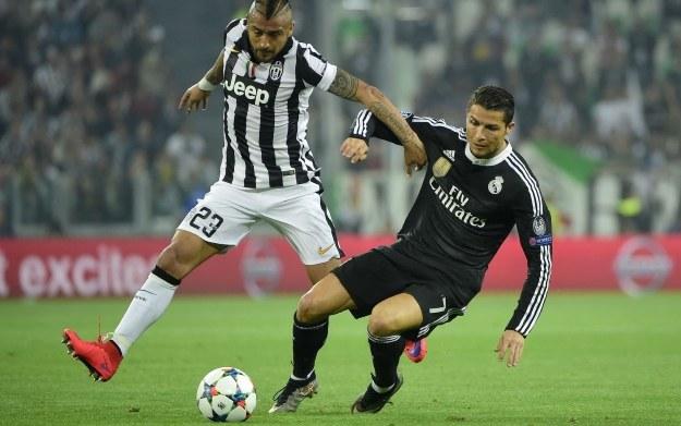 Ronaldo w starciu z Vidalem /AFP