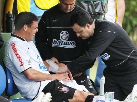 Ronaldo złamał rękę podczas meczu z Palmeiras /AFP