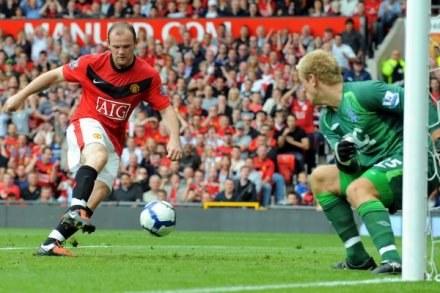 Rooney strzela pierwszego gola w tym sezonie dla MU /AFP