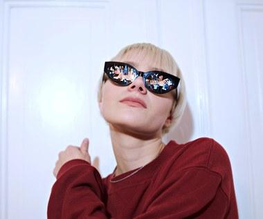 """Rosalie. prezentuje nowy utwór """"About Us"""" i zapowiada trasę koncertową"""