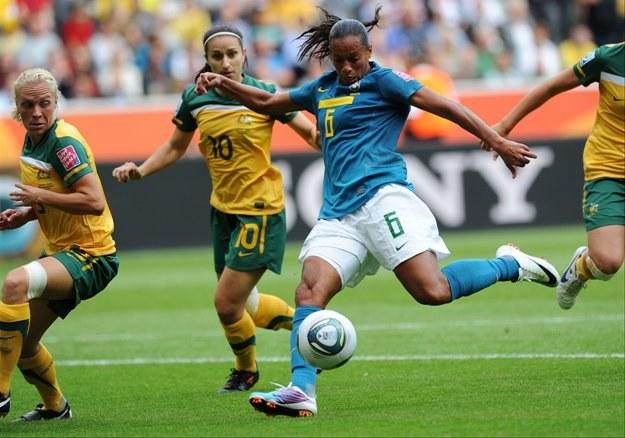 Rosana strzela zwycięskiego gola dla Brazylii w meczu z Australią. /AFP