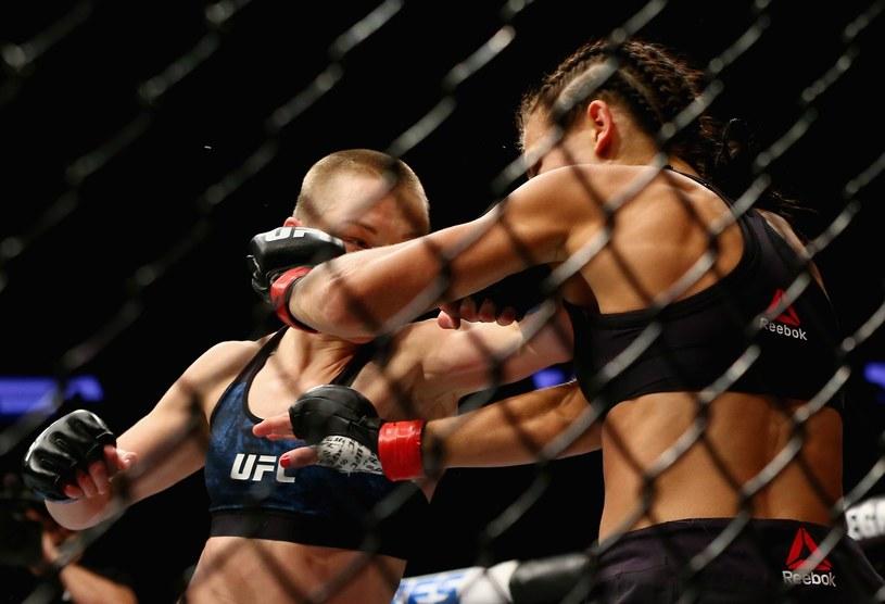 Rose Namajunas (z lewej) znokautowała Joannę Jędrzejczyk w 1. rundzie /AFP