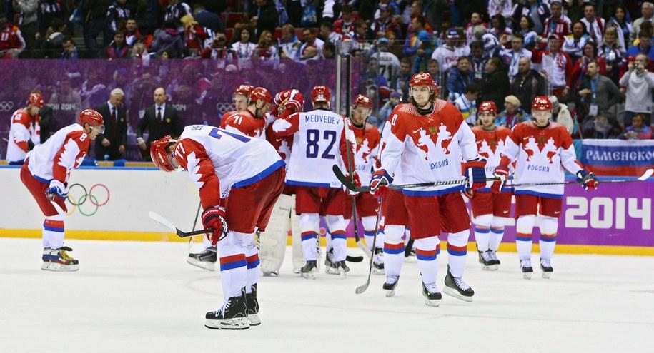 Rosjanie po porażce w ćwierćfinale z Finami /LARRY W. SMITH /PAP/EPA