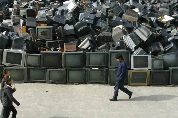 Rosnąca ilość odpadów elektronicznych może mieć katastrofalne skutki dla środowiska /AFP