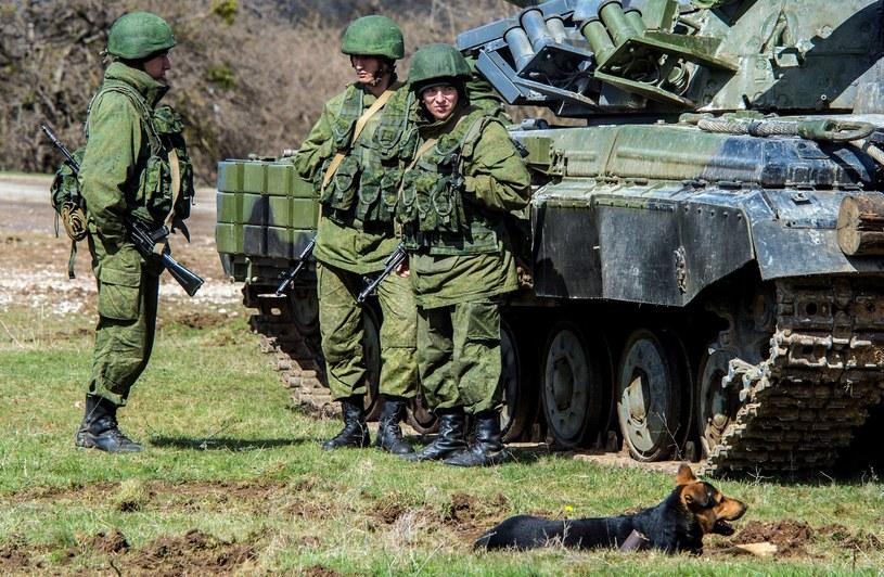 Rosyjscy żołnierze w pobliżu Symferopola na Krymie /AFP