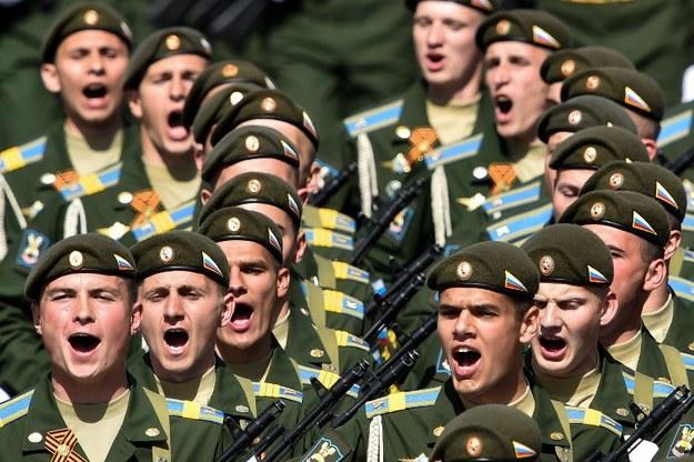 Rosyjscy żołnierze /zdj. ilustracyjne /KIRILL KUDRYAVTSEV / AFP /AFP