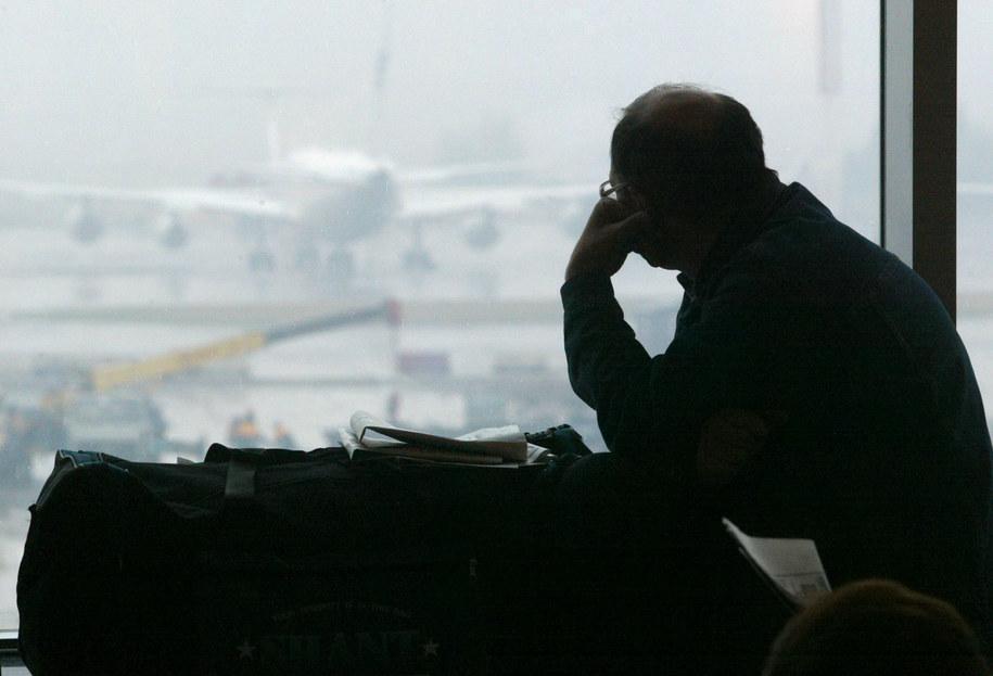 """Rosyjska tania linia lotnicza """"Pobieda"""" zabroniła pasażerom na pokładzie swoich samolotów żuć gumę. Zdjęcie ilustracyjne /YURI KOCHETKOV /PAP/EPA"""