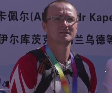 Rosyjski Forrest Gump dotarł do Pekinu. Wideo