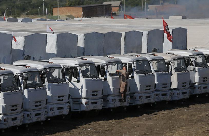 Rosyjski konwój czeka na wjazd na Ukrainę /REUTERS/Maxim Shemetov  /Agencja FORUM