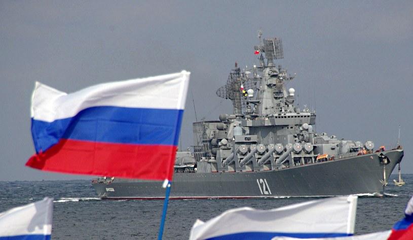 Rosyjski krążownik zbliża się do okrętów Ukrainy /AFP