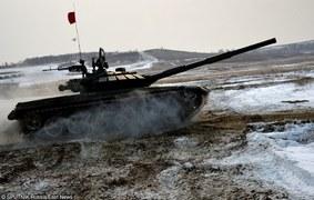 Rosyjskie czołgi T-72B3 na poligonie