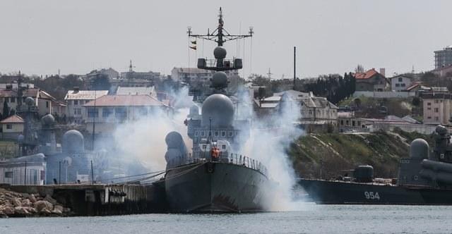 Rosyjskie wojsko na Krymie /Sergei Ilnitsky /PAP/EPA