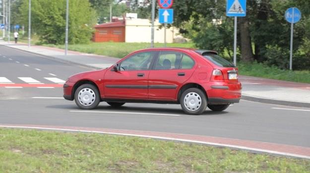 Rover 25 nie zachwyca ani wygodą, ani niezawodnością. Ma za to oryginalny wygląd. /Motor