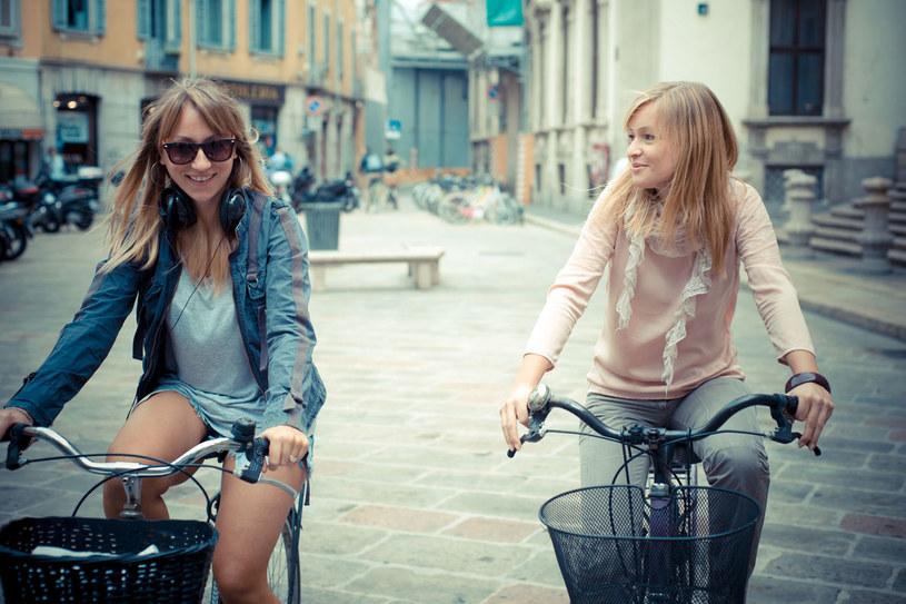 Rowerem na zakupy? Wystarczy, że wyposażysz swój bicykl w odpowiedni koszyk /©123RF/PICSEL