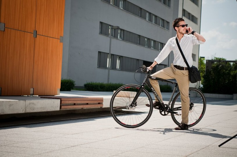 Rowerzysta ma do dyspozycji coraz więcej gadżetów zwiększających jego bezpieczeństwo na drodze      Fot. Kross Inzai /materiały prasowe