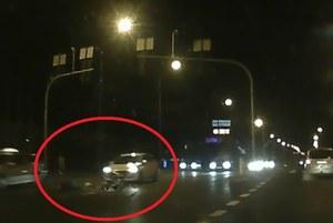 Rowerzysta-samobójca wjechał pod samochód