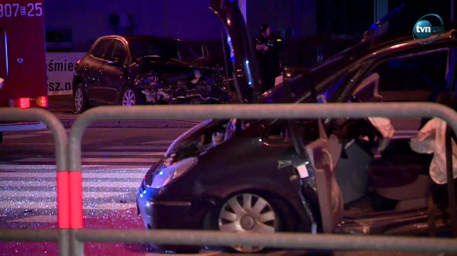 Rozbite auta w miejscu tragicznego wypadku w Łodzi /TVN24/x-news /Zrzut ekranu