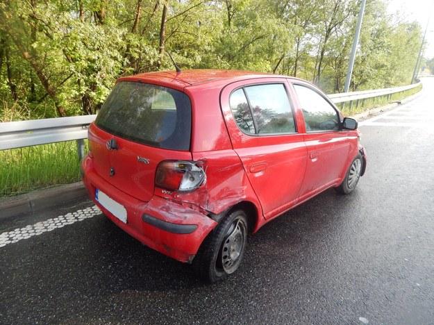 Rozbite auto zostało na poboczu zjazdu... / Fot: Komisariat Autostradowy Policji Kraków /