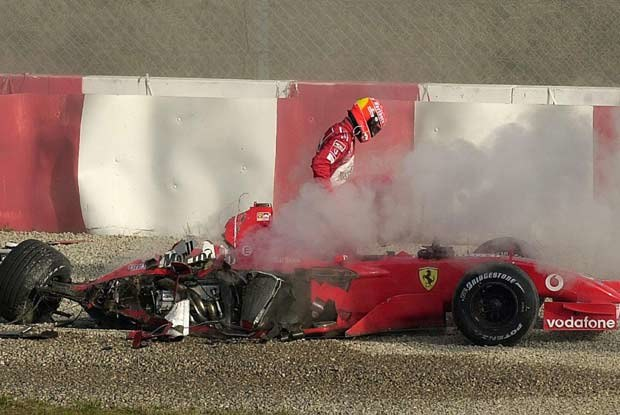 Rozbite Ferrari Schumachera (kliknij) /poboczem.pl
