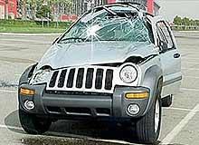 Rozbity Jeep Liberty fot. Pete Albrecht /AutoWeek