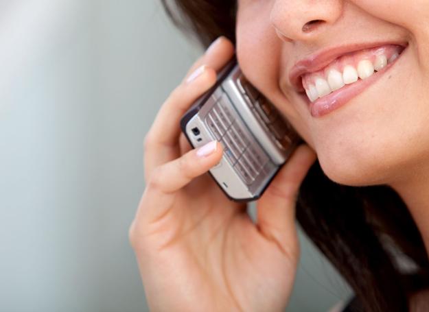 Rozmowa przez telefon jest zwykle bardziej męcząca niż twarzą w twarz /123RF/PICSEL