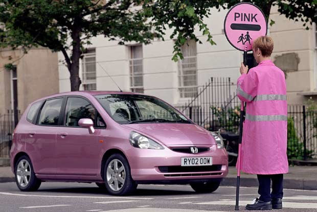 Różowa Honda Jazz (kliknij) /INTERIA.PL