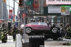 Rozpędzony pojazd wjechał w przechodniów na Times Square