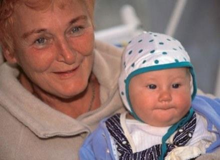 Rozpieszczanie wnucząt to przywilej babci /INTERIA.PL