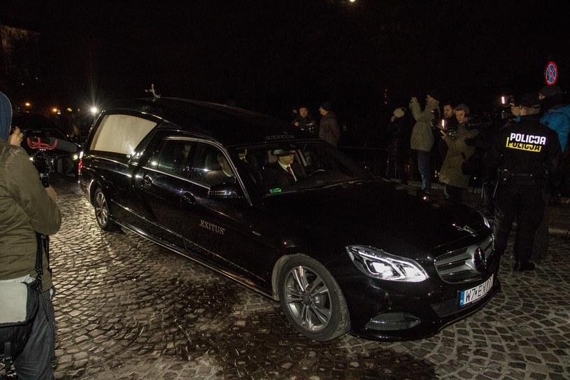 Rozpoczęła się ekshumacja pary prezydenckiej na Wawelu /Jan Graczyński /East News