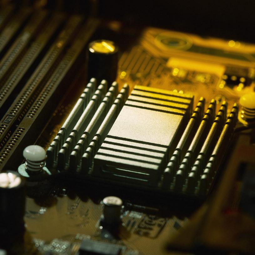 Rozwój komputerów działających jak ludzki mózg jest świętym graalem naukowców /© Glowimages