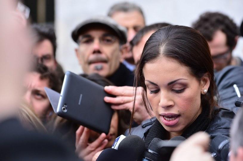 Ruby w otoczeniu dziennikarzy /AFP