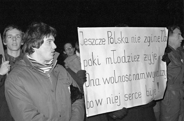 Ruch Młodej Polski, demonstracja niepodległościowa na Placu Zwyciestwa, Warszawa, 11.11.1980 r. /Bogdan Łopieński /Agencja FORUM