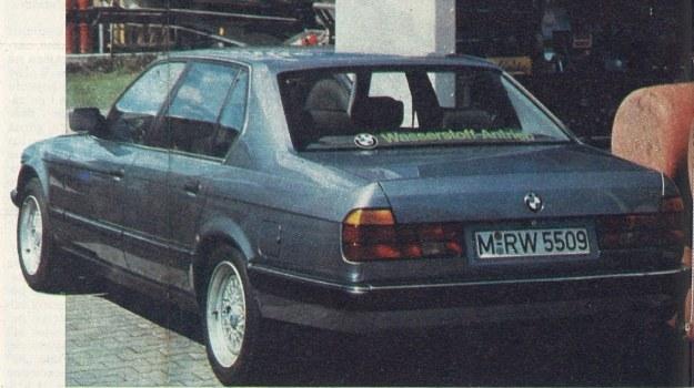 Ruchoma stacja paliwowa z płynnym wodorem o temperaturze zbliżonej do zera absolutnego. Przy tankowaniu obowiązują szczególne obostrzenia, podobnie jak przy eksploatacji samochodów doświadczalnych. Kierowcom nie wolno ustępować miejsca za kierownicą osobom nie szkolonym, gdyż samochody na wodór dopuszczone są do ruchu na zasadach specjalnego zezwolenia. /BMW