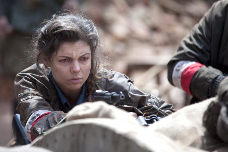"""""""Ruda"""" (Karolina Gorczyca) przed każdą sceną oddawała się w ręce charakteryzatorek. /Telus /AKPA"""