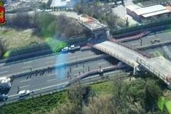 Runął wiadukt na włoskiej autostradzie