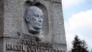 Rusza rozbiórka pomnika generała Świerczewskiego