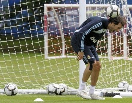 Ruud Van Nistelrooy wyleczył uraz i wraca na boisko /AFP