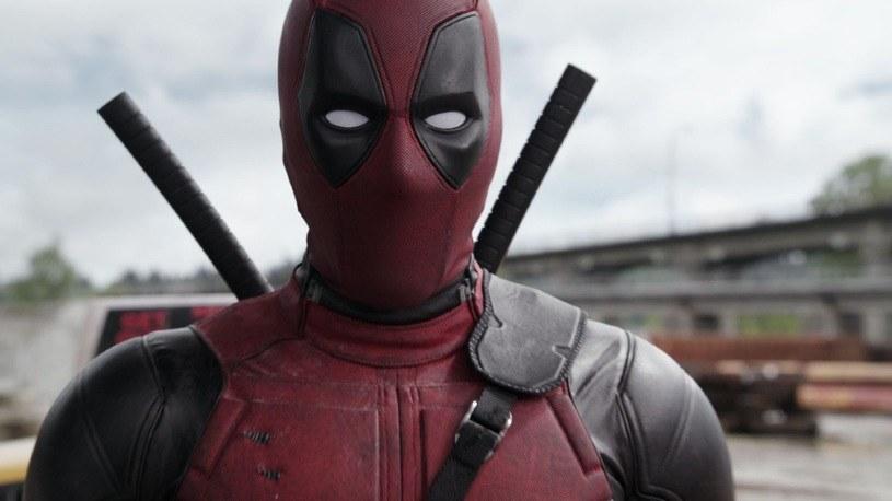 """Ryan Reynolds jako tytułowy bohater filmu """"Deadpool"""" /materiały dystrybutora"""