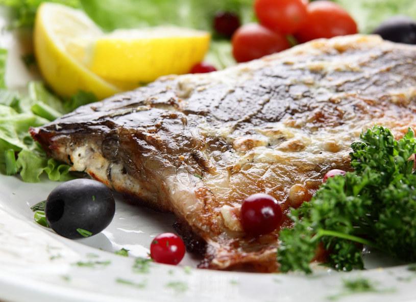 Rybę podaj z ziemniakami /123RF/PICSEL