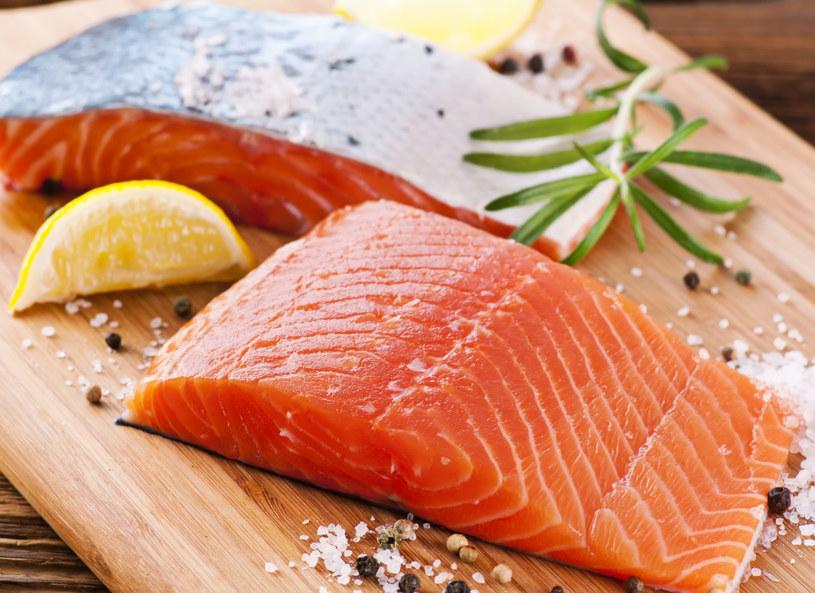 Ryby staraj się jeść przynajmniej raz w tygodniu /123RF/PICSEL