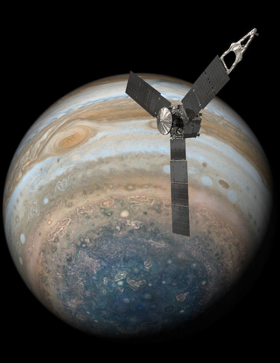Rysunek sondy Juno na tle zdjecia Jowisza. Widać biegun południowy planety i Wielką Czerwoną Plamą /NASA/JPL-Caltech /Materiały prasowe